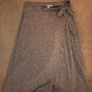 Size large women's Caution to the Wind skirt